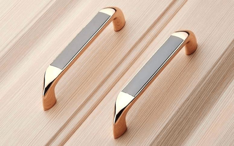 Kitchen cabinet painting tips/decorative door handles